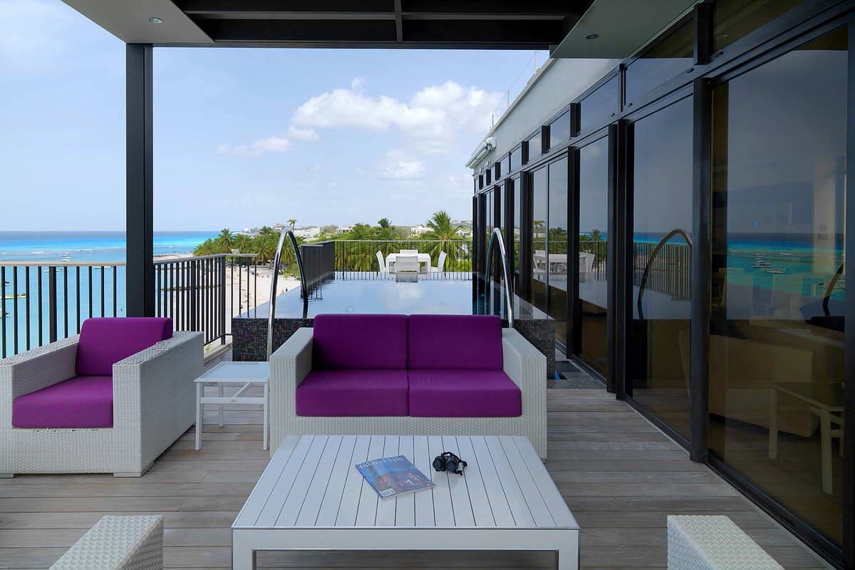 001-ocean_reef_apartments-ocean-view-balcony