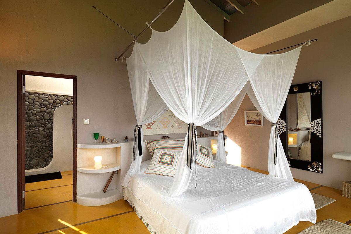 2-mangwana_caribbean-villa-bed-mosquito-netting