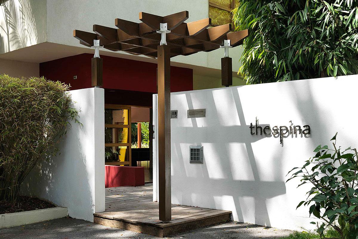 4-thespina_wood-trellis-modern-caribbean-entry