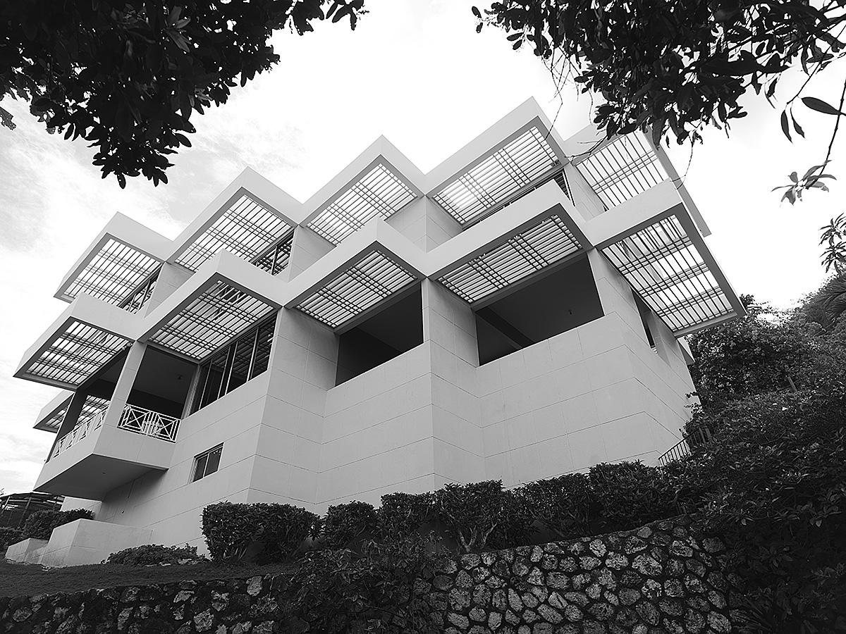 hillside-residence-contemporary-sunshading-1