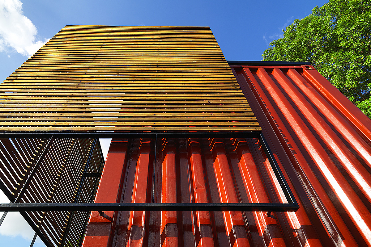 04_shipping-container-architecture-office-metal-sun-shading