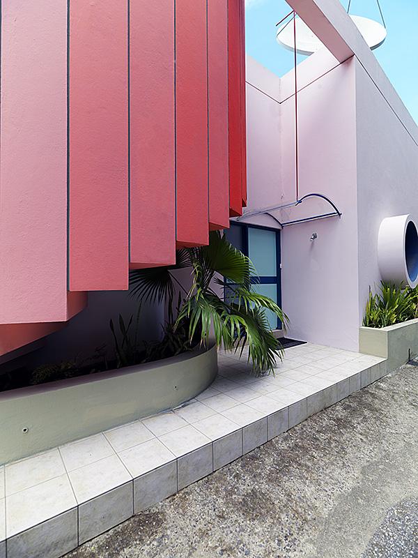 caribbean-villa-conch-staircase