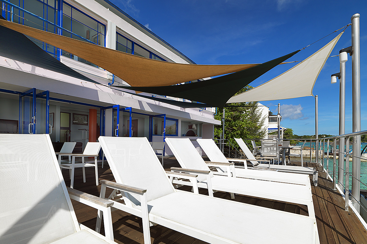 caribbean-seaside-villa-sunshade