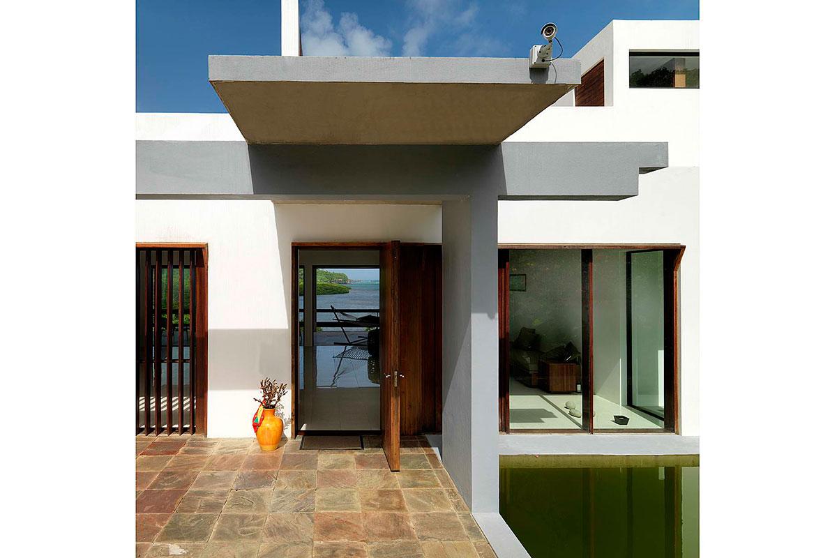 1-villa-jodrosich-entry-canopy-cocoa-architects