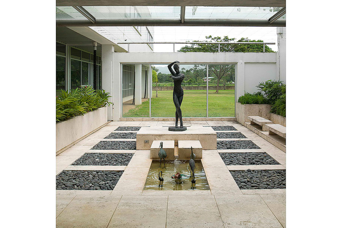 3-sculpture-yard-statue-glass-roof
