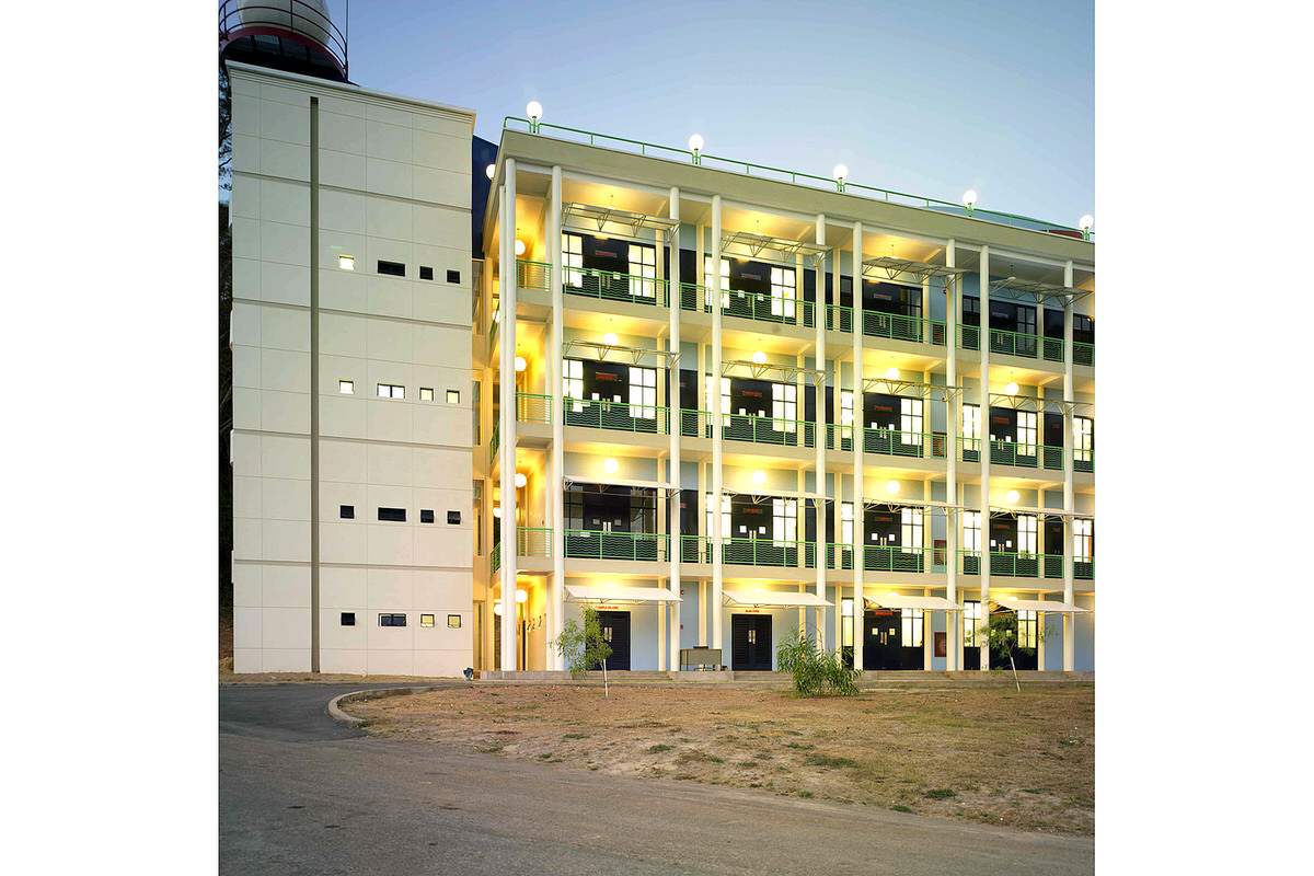 exterior-columns-laboratory