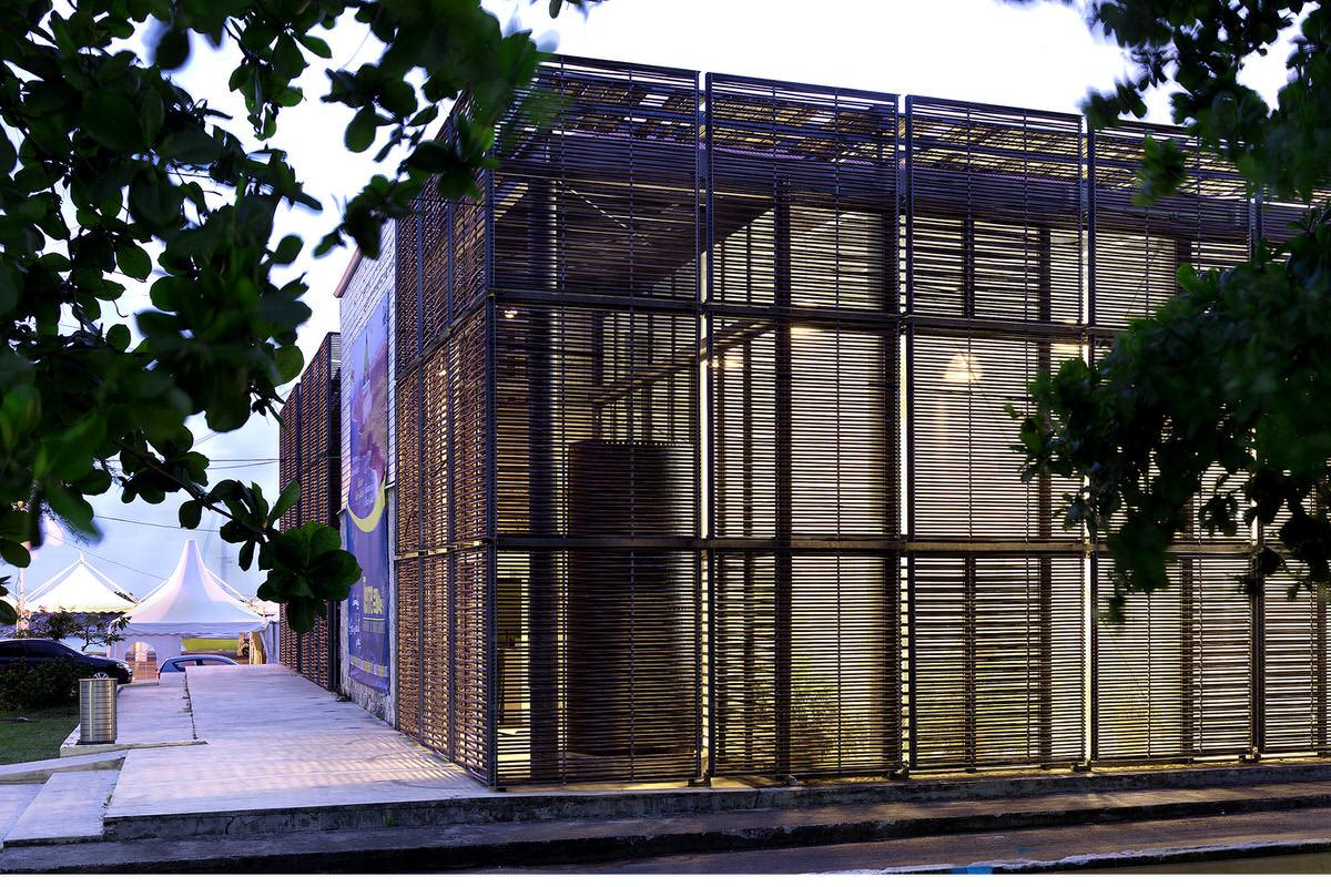 1.HQ Communante_0072-modern-wood-screen-exterior