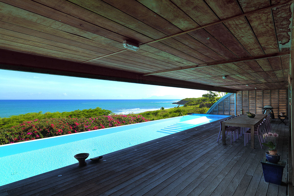1.SeeSeaBlue_ocean-view-patio-with-pool