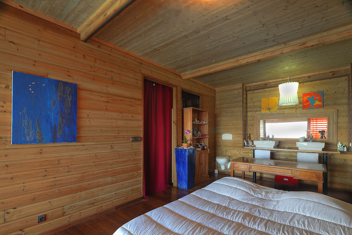 4.SeeSeaBlue_wood-siding-interior-bedroom