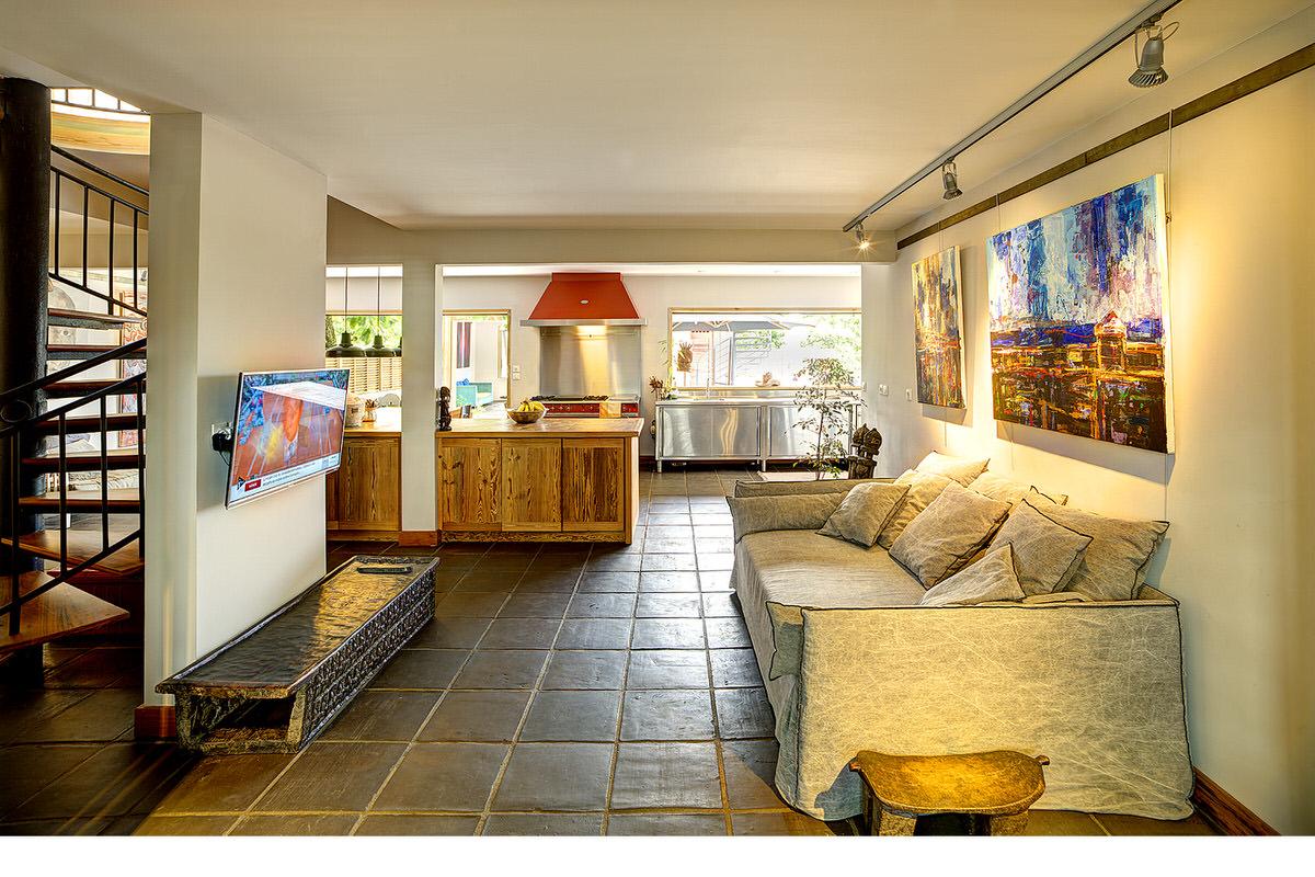 5.Oun Beach House_modern-living-room-and-exterior