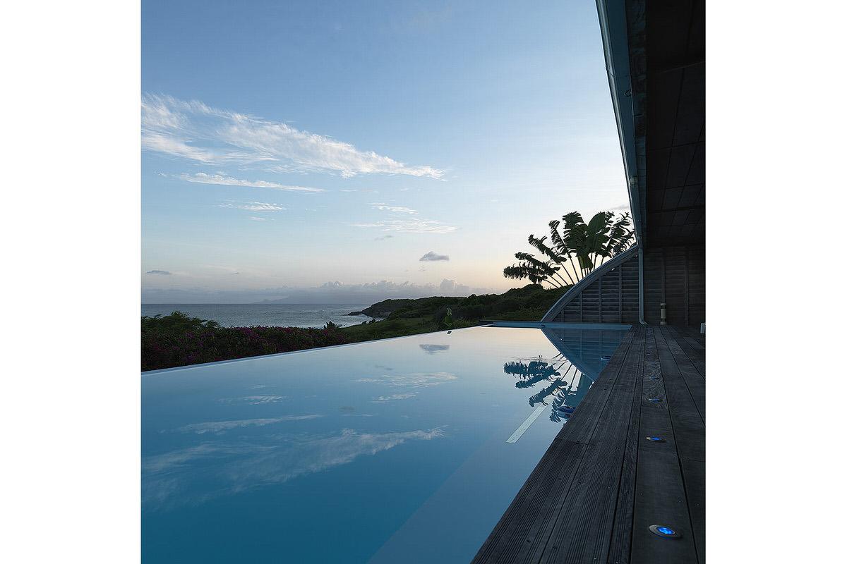 6.SeeSeaBlue_infinity-edge-ocean-pool