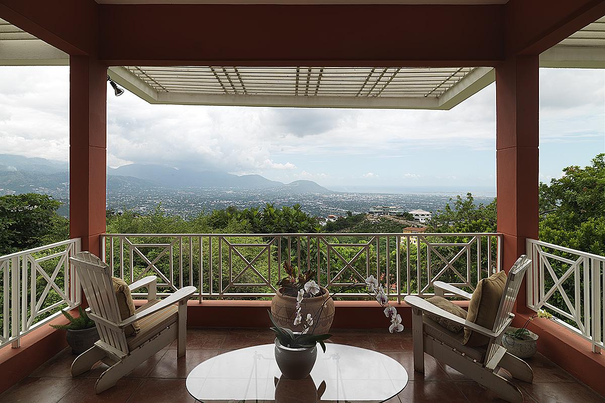 hillside-residence-overlooking-kingston-2