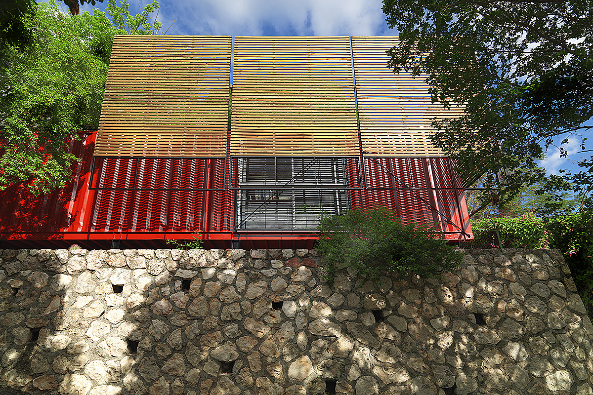 01_shipping-container-architecture-office-sun-shading